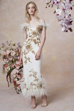 Marchesa Resort 2019 Fashion Show Collection: See the complete Marchesa Resort 2019 collection. Look 28 Couture Fashion, Runway Fashion, Fashion Show, Beautiful Gowns, Beautiful Outfits, Bridal Gowns, Wedding Dresses, Marchesa, Dame