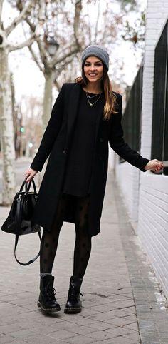 Meia calça texturizada quebra um look de inverno all black. #winteroutfits
