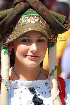 Folk Costumes of Sardinia - Page 6 Beautiful Muslim Women, Beautiful Women Pictures, Beautiful Girl Image, Beautiful Hijab, Beautiful World, Beautiful Places, Russian Beauty, Italian Beauty, Sardinian People