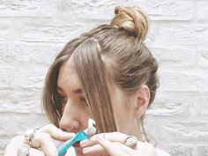 A step-by-step guide to cutting your fringe at home and the tools you need to do it. Read more on Grazia. How To Cut Fringe, How To Cut Bangs, Professional Hair Scissors, Bangs Tutorial, Side Bangs, Layered Cuts, Professional Hairstyles, Fall Hair, Hair Ties