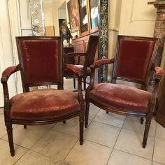 Paire de Cabriolets style Louis XVI, XXe, Jean-Jacques Petiton, Proantic Cabriolet, Louis Xvi, Dining Chairs, Home Decor, Style, Antique Shops, Armchairs, Swag, Decoration Home