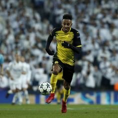 Everton Reportedly Eye £60M Move for Dortmund's Pierre-Emerick Aubameyang