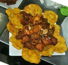 Carne frita tostones (fried pork pieces with fried green plantains) Puerto Rican Cuisine, Puerto Rican Dishes, Puerto Rican Recipes, Carne Frita Puerto Rico Recipe, Comida Boricua, Boricua Recipes, Puerto Rico Food, Haitian Food Recipes, Honduran Recipes