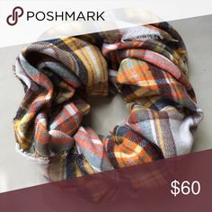 host pick • zara • plaid blanket scarf fall must-haves host pick • worn twice last winter • no flaws • 100% acrylic • no trades Zara Accessories Scarves & Wraps