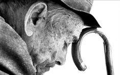 Muitos filhos adultos ficam irritados por precisarem acompanhar os pais idosos ao médico, aos laboratórios. Irritam-se pelo seu andar mais lento e suas dificuldades de se organizar no tempo, sua incapacidade crescente de serem ágeis nos gestos e decisões.