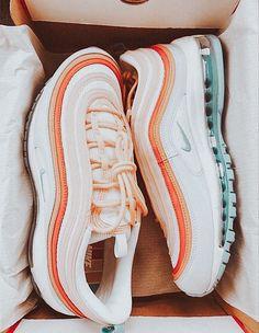 Mode Converse, Sneakers Mode, Sneakers Fashion, Cute Sneakers, Cute Nike Shoes, Nike Air Shoes, Kd Shoes, Nike Socks, Jordan Shoes Girls