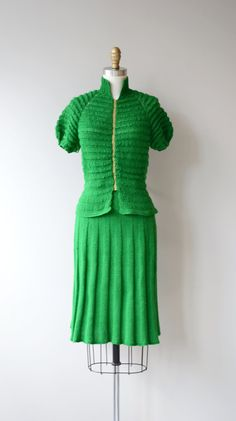 Vintage 1930s hand-knit kelly green wool blend two-piece dress with subtly puffed sleeves, front metal zipper and high waisted skirt. --- M E A S U R E M E N T S ---  fits like: small bust: 32-33 waist of skirt: 26 hip: up to 38 length of top: 20 length of skirt: 25 brand/maker: n/a, hand made condition: excellent  ✩ layaway is available for this item  To ensure a good fit, please read the sizing guide: http://www.etsy.com/shop/DearGolden/policy  ✩ more vintage dresses ✩…