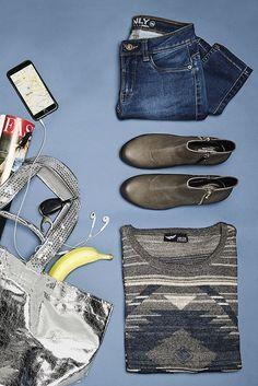 Flugtickets? Check! Beste Freundin? Check! Handgepäck-Limit? Check! Damit du für deinen Wochenendtrip nicht zu viel einpackst, ziehst du dein Kurzurlaubs-Outfit am besten direkt an. Dazu gehören Rundhalspullover, bequeme Jeans und Stiefeletten. Gute Erholung!