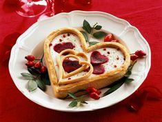 Cerchi un'idea romantica per sorprendere il tuo partner a San Valentino? Prova la ricetta di questo croccante cuore di sfoglia con ripieno vegetariano.