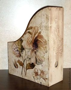 18 Decoupage box Pins you might like - WP Poczta Decoupage Vintage, Decoupage Box, Shabby Vintage, Vintage Farmhouse, Shabby Chic, Tole Painting, Painting On Wood, Craft Projects, Projects To Try