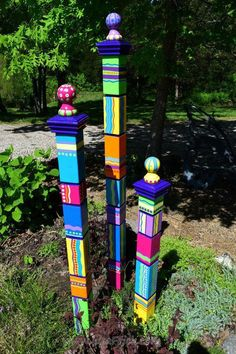 Art Totem, Unique Garden, Colorful Garden, Easy Garden, Peace Pole, Garden Poles, Garden Path, Shade Garden, Brick Garden Edging
