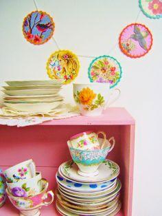 DIY-tutorial; making a happy paper circle garland....