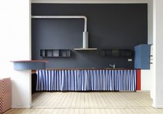 Les agencements colores et scenographies de Dries Otten Dries Otten est un designer de mobilier architecte dintérieur et scénographe basé en Belgique qui met en scène des espaces de façon ludique et colorée.