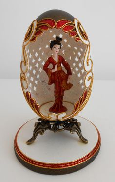 Geisha in red Art D'oeuf, Magnum Chocolate, Types Of Eggs, Carved Eggs, Egg Crafts, Faberge Eggs, Fairytale Art, Egg Art, Egg Decorating