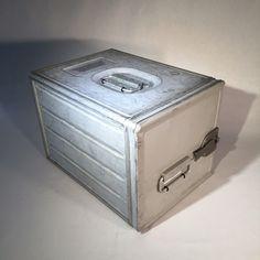 Caja porta charolas de Avion en aluminio