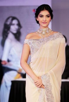 Sonam Kapoor: love the necklace & sari Bollywood Saree, Bollywood Fashion, Saree Fashion, Fashion Outfits, Indian Attire, Indian Wear, Indian Dresses, Indian Outfits, Lehenga