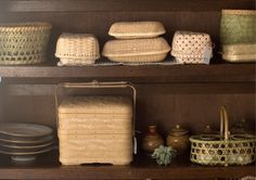 Bamboo baskets. Kagoamidori / Weaverbird shop.