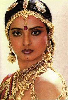 Bollywood's Classic Beauty: Actor–Diva Rekha as a courtesan in early Medieval India, with Ancient Indian style Jewellery Indian Jewellery Retro Matha Patti, (on head) Jhumka / Jhumki earrings via Vintage Bollywood, Indian Bollywood, Bollywood Stars, Bollywood Fashion, Indian Film Actress, Indian Actresses, Rekha Actress, Bollywood Actress Hot Photos, Bollywood Celebrities