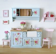 The colors make my heart happy.........Adorable 1:12 scale country kitchen pieces