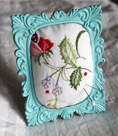 I'm loving this easy tutorial from Beach Vintage. The next time you find an ornate little frame at the thrift store, why not paint it and use it as the bas