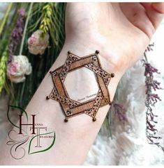 Pretty Henna Designs, Henna Tattoo Designs Simple, Mehndi Designs Feet, Back Hand Mehndi Designs, Latest Bridal Mehndi Designs, Indian Mehndi Designs, Henna Art Designs, Mehndi Designs 2018, Stylish Mehndi Designs