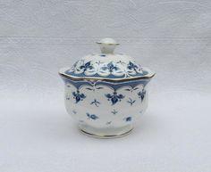 """*Royal Bone China*""""Blue Leaf""""*Thailand* *Delicadísima y Exclusiva Azucarera en  Porcelana Inglesa fabricada con la más Alta Calidad de Diseño Benjarong de Tailandia*"""