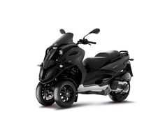 I don't know if I can bring myself to own a scooter. But if I can get over my insecurities, the Piaggio 500 might be the scooter I'd ride. Piaggio Scooter, Vespa Bike, 3 Wheel Scooter, Scooter Girl, Bio Tee, Side Car, Third Wheel, Motor Scooters, Bike Style