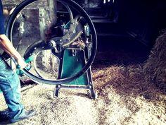 Cordemais en permaculture   La Fabriculture relance la fabrication de hache-pailles en France