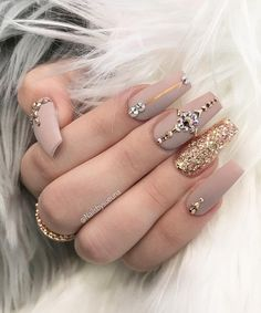 Discover cute and easy nail art designs for all occasions. Find inspiration for Easter, Halloween and Christmas and create your next nail art design. Acrylic Nails Coffin Classy, Natural Acrylic Nails, Fall Acrylic Nails, Coffin Nails Long, Acrylic Nail Designs, Rhinestone Nails, Bling Nails, Stiletto Nails, Gel Nails