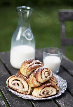 Swedish vegan cinnamon buns rolls / Vega kanelbullar