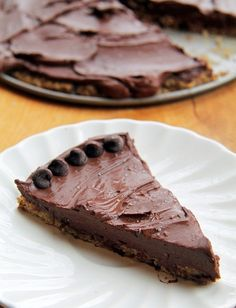 7. Salted Cookie Crust Mousse Pie #healthy #chocolate #dessert #recipes http://greatist.com/eat/healthy-chocolate-recipes-that-prove-store-bought-sweets-are-overrated