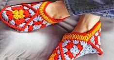Zapatillas para estar en casa con grannys | Grannysquare.eu Ciabatta, Lana, Friendship Bracelets, Crochet Top, Angel, Fashion, Fuzzy Slippers, Knitting And Crocheting, Shoes