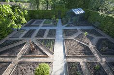 """Min have skal være smuk hele året"" - Drivhusklubben. Herb Garden Design, Vegetable Garden Design, Garden Landscape Design, Potager Garden, Veg Garden, Garden Beds, Raised Vegetable Gardens, Farm Gardens, Deco Design"