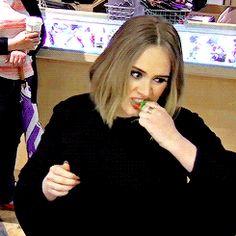 """adelembe: """" 10 time grammy winner adele eating raw wheatgrass at jamba juice """" Adele Love, Adele 25, She Is Gorgeous, Beautiful Voice, Adele Funny, Adele Singer, Sweetest Devotion, Adele Adkins, Celebrities"""