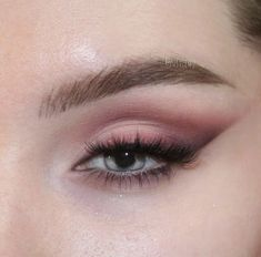 kinda classic galentine day makeup cause your gals deserve for this perrrfect blend new nude palette eye… Glitter Carnaval, Make Carnaval, Glamorous Makeup, Gorgeous Makeup, Perfect Makeup, Eyeshadow Looks, Eyeshadow Makeup, Eyeshadow Palette, Everyday Makeup