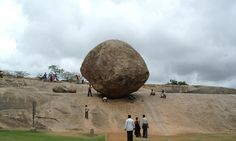 This huge rock in Mahabalipuram , Indiaapparently balances itself, despite being situated on the slope of a small hill. | 11 Facts That Prove India Is Even Stranger Than You Think