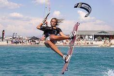 #womenkiters #kitesurf #womenkitesurf #womensports  www.kitesurfculture.com
