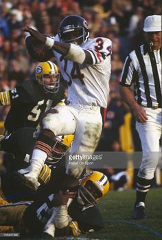 Running back Walter Payton of the Chicago Bears carries the ball against the Green Bay Packers during an NFL football game circa 1980 at Lambeau Field in Green Bay Wisconsin. Payton played for the Bears from Nfl Football Games, Nfl Football Players, Bears Football, Football Photos, School Football, Football Stuff, Sports Photos, Football Helmets, American Sports