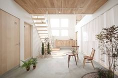 Find home projects from professionals for ideas & inspiration. Kofunaki House by ALTS DESIGN OFFICE Interior Design Blogs, Cafe Interior, Interior And Exterior, Style At Home, Contemporary Architecture, Interior Architecture, Small Tiny House, Japanese Interior, Japanese House