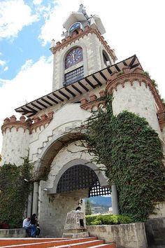 El portón de la ciudad de Loja, en la provincia del mismo nombre, es lo más al sur que llega el Ecuador.