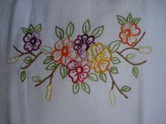 Hand Embroidery Patterns Flowers, Hand Embroidery Dress, Basic Embroidery Stitches, Baby Embroidery, Embroidery Works, Flower Embroidery Designs, Simple Embroidery, Machine Embroidery Patterns, Embroidery Fashion