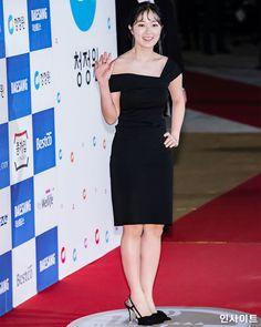 Kim Hye Yeon, Insight, Red Carpet, Peplum Dress, Model, Black, Dresses, Fashion, Korean Fashion