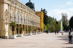 Tip na tohtoročnú dovolenku: Bohemia - lázně, a. s., Karlove Vary Karlove Vary sú vynikajúcou destináciou, lákajú aj akcie k výročiu narodenia Karla IV.  V súvislosti so zmenou preferencií tohtoročných dovoleniek zaznamenávajú zvýšený záujem o pobyty domáce zariadenia cestovného ruchu. Nárast záujmu domácich klientov o strávenie dovolenky v kúpeľoch zaznamenala aj spoločnosť Bohemia-lázně, a. s., Karlove Vary. Oproti minulému roku mierne stúpa návštevnosť z Českej republiky.