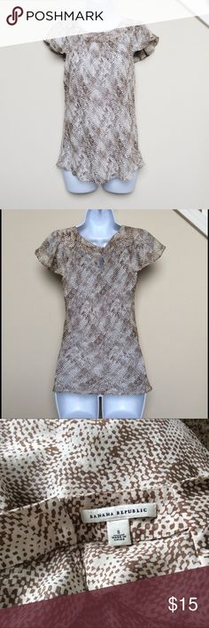Banana Republic Brown and White Top, Size Small Cute and classy brown and white top from Banana Republic.  Top features a snakeskin-like pattern and is very light and flowing.  Keyhole closure in the back.  Excellent used condition.  Size small. Banana Republic Tops Blouses