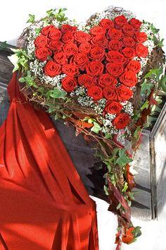Valentine Wreath, Valentines Day Hearts, Funeral Arrangements, Flower Arrangements, Funeral Tributes, Funeral Flowers, Wreaths, Crafts, Wedding