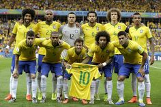 Brazil pose for a team photo holding a Neymar jersey prior to the 2014 FIFA World Cup Brazil Semi Final match between Brazil and Germany at Estadio Mineirao on July 2014 in Belo Horizonte, Brazil. Football Icon, World Football, World Cup 2014, Fifa World Cup, Brazil Vs Germany, Brazil Men, Real Madrid, Neymar Pic, Bae