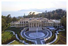 Em Cannes, na França, esta casa psosui 17 quartos, piscinas interna e externa, quadra de tênis e jardins lindos - custa 103 milhões de dólares