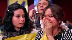 Tan solo una hora después de cerradas las urnas, se anunció que el acuerdo final de paz, firmado entre el gobierno de Colombia y la guerrilla de las FARC el pasado 26 de septiembre en Cartagena, fue rechazado por más de 6 millones de personas.El No recibió 6.426.615 votos mientras que el Sí obtuvo 6.359.643 , cuando se contabilizaba el 99,69 % de las mesas de votación y se supo...
