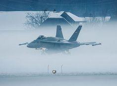 """Gefällt 724 Mal, 5 Kommentare - Schweizer Luftwaffe (@swiss_air_force) auf Instagram: """"Swiss air force FA 18 Hornet Der Typenentscheid der Schweizer Luftwaffe für die Beschaffung der…"""""""