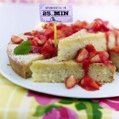 Grieß-Kuchen mit Erdbeersoße Rezept | LECKER